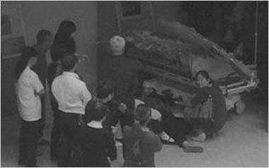 南京市栖霞区医院遭遇家属停尸医院大厅索赔