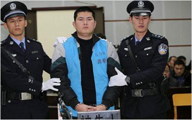 广西贵港醉酒警察枪杀孕妇案开审